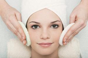 Угри на лице: причины и лечение