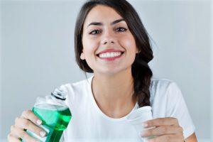 Ополаскиватель для полости рта: состав и какой лучше выбрать