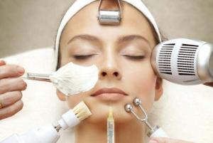 О пилинге лица с помощью косметологического оборудования в салоне красоты