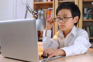 Детская близорукость (миопия): причины и лечение
