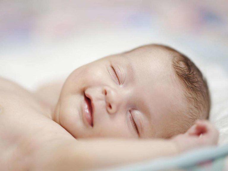 Сон новорожденного: сколько спит и как должен спать ребенок