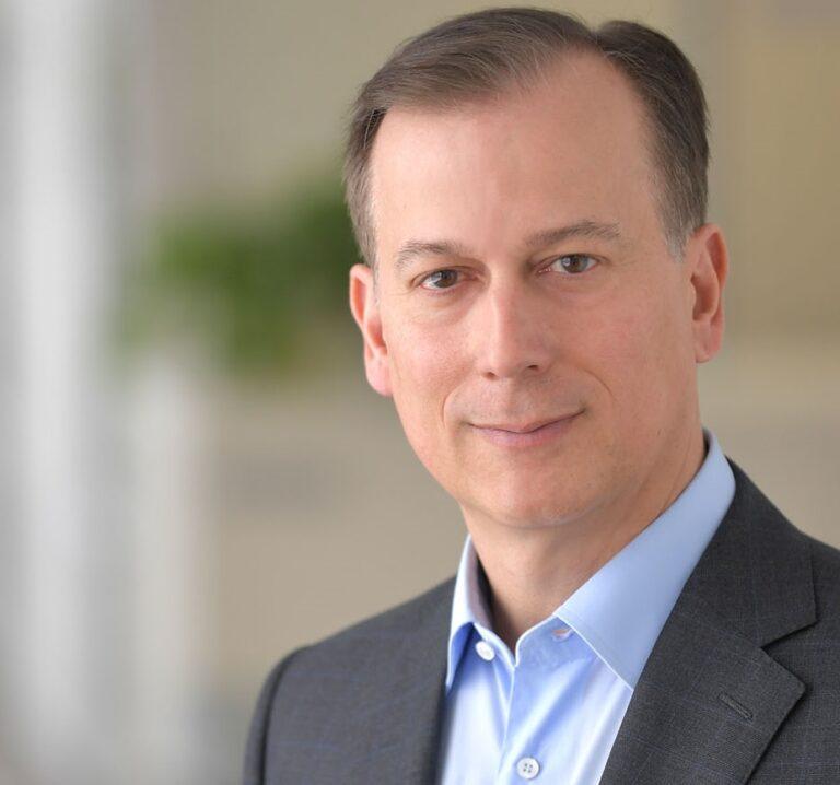 Майкл Северино (Michael Severino), M.D., заместитель председателя правления и президент компании AbbVie