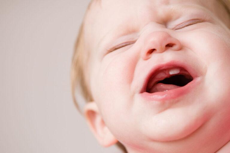 Помощь при прорезывании зубов у детей